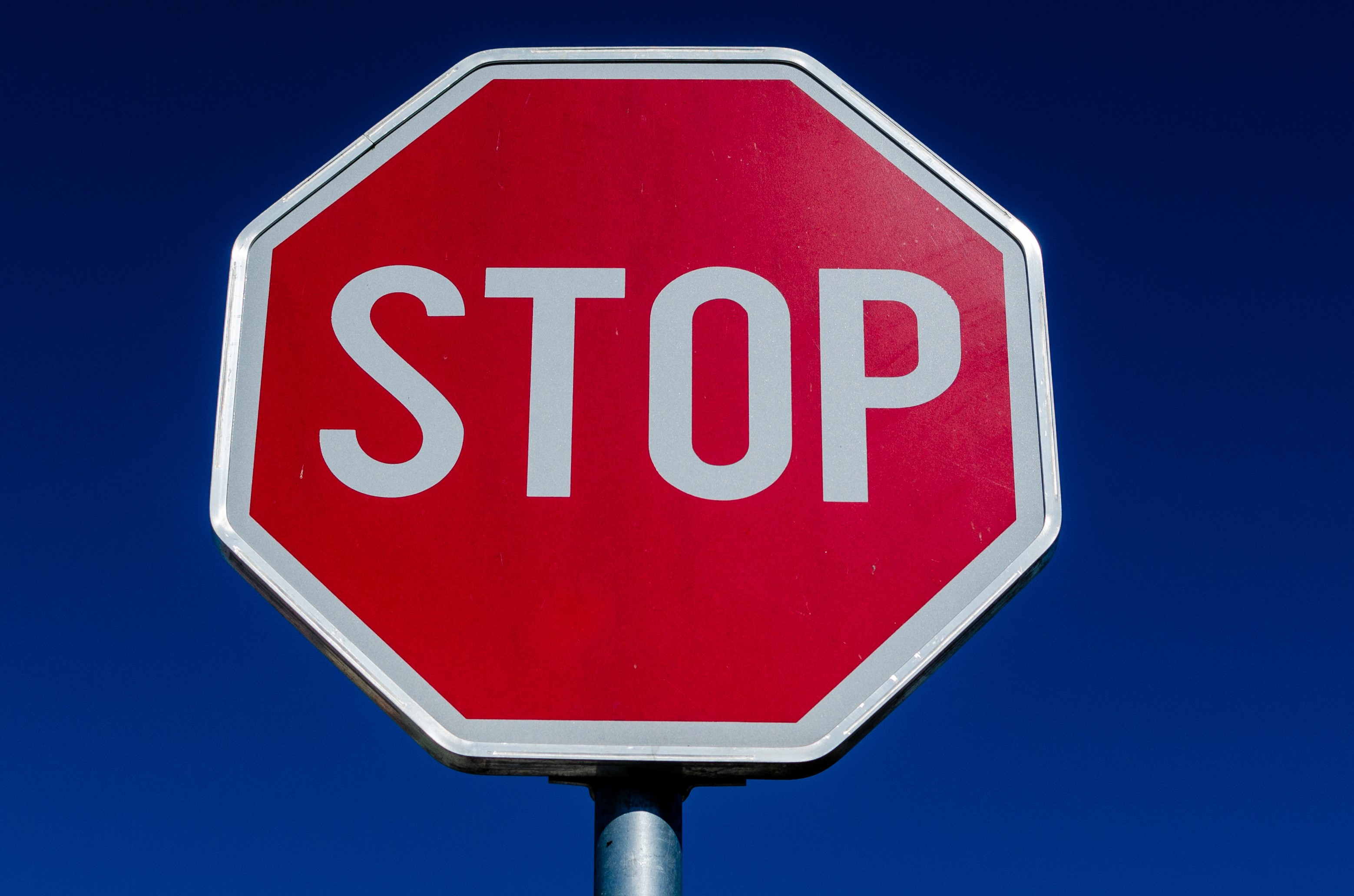 A close up image of a stop sign.